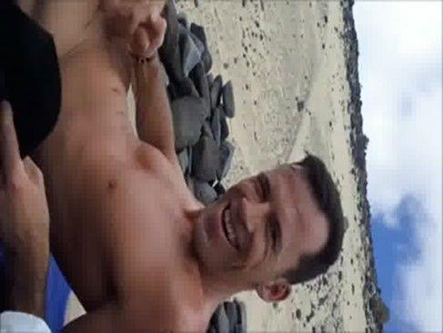Vídeo Amador, Do Rapaz Mostrando O Pau Na Praia.