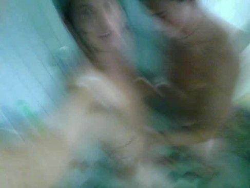 Caiu Na Net Amigos Tomando Banho Juntos.