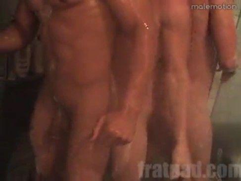 Suruba Gay Na Hora Do Banho.