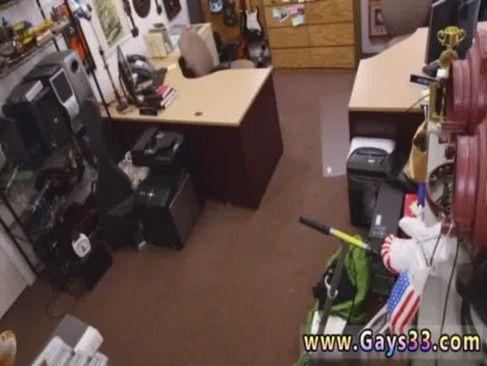 Cliente Ficando Pelado No Fundo Da Loja, Vídeo Amador.