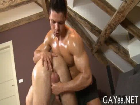 Saradão Comendo O Gay Na Massagem.