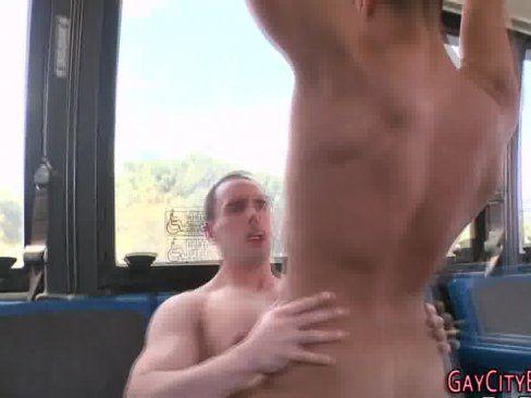 Porno Gay Amador Em Um ônibus.