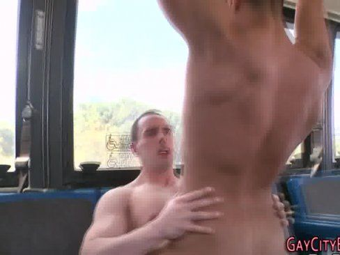 Encoxando a cuzuda no onibus porno brasileiro