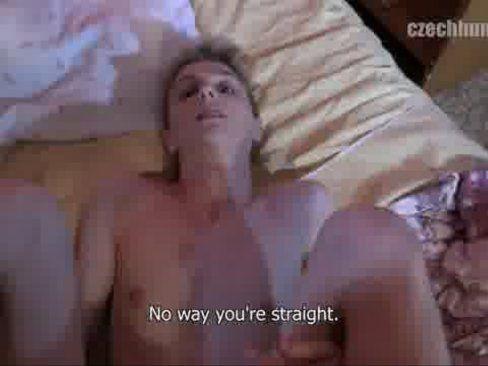 Gay Novinho Dando A Bundinha.
