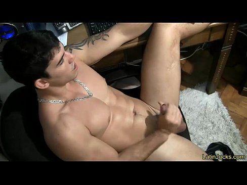 Adriano caiu na net se masturbando