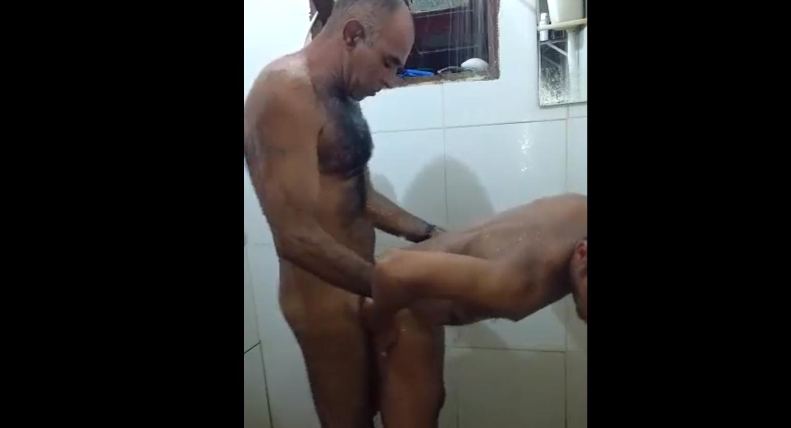 Sexo gay no banheiro