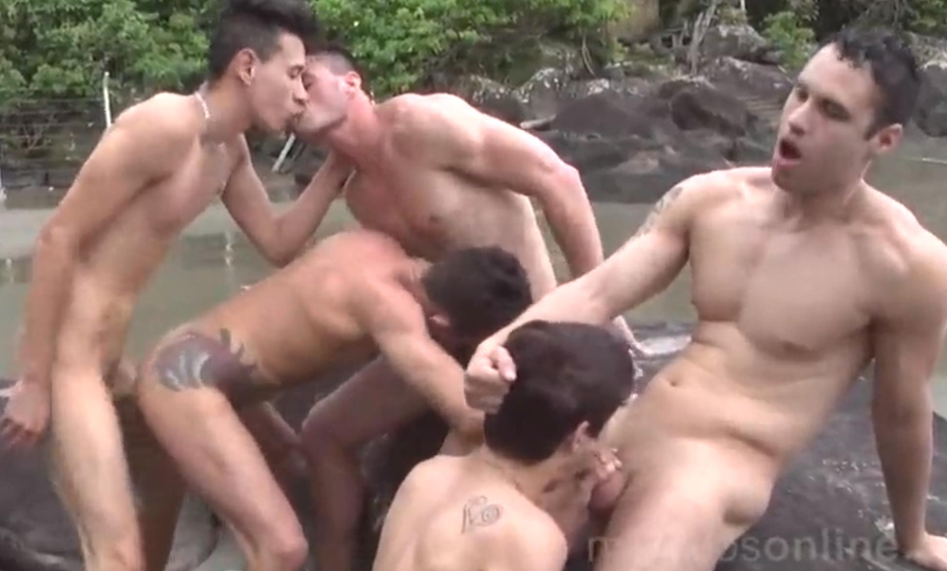 Suruba Gay na Praia