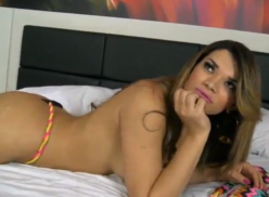 Travesti brasileira dando gostoso