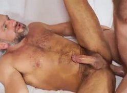 Sexo Gay com Maduro Gostoso