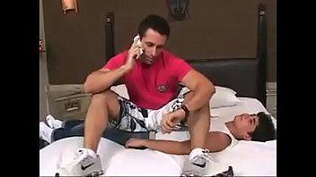 Dominador Leandro fazendo o garoto demenor de escravo